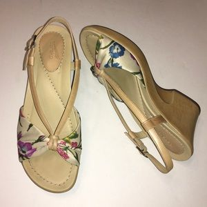 New! DANSKO Tan floral Naomi sandals